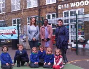 Cllr Jenny Brathwaite (centre) with parents & children at Elmwood Primary